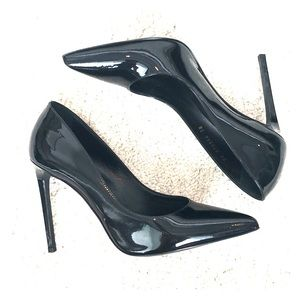 Saint Lauren blk patent pointed toe pump. Size 38